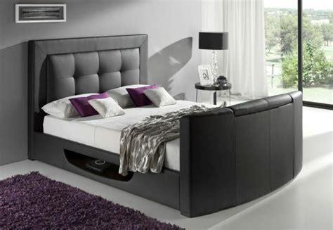 nachttisch schwarz für boxspringbett wohnzimmer schwarz streichen