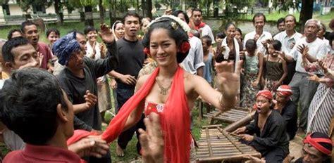 kesimpulan film pki keindahan dan budaya di indonesia resensi sang penari