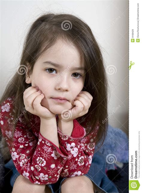 videos gratis deninas de 13 anos metiendose el dedo en su serious cute little girl five years old stock image