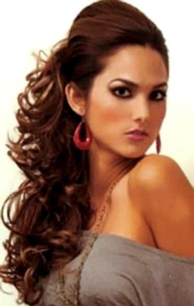 side ponny with curls curly side ponytail prom pinterest
