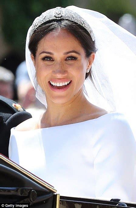 meghan markle what tiara did she wear meghan wedding dress designer reveals prince harry thanked