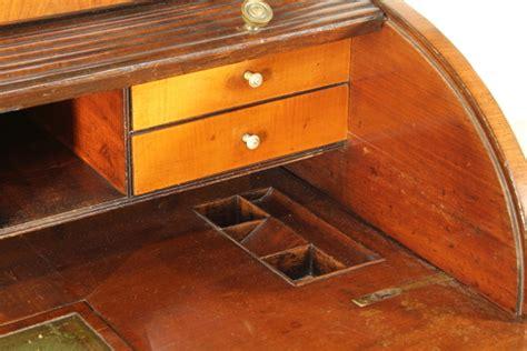 scrivania con alzata scrivania a rullo con alzata a vetrina librerie e