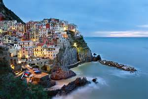 picture of the day in manarola italy 171 twistedsifter