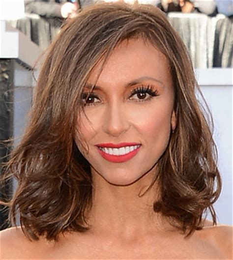 why did guilliana rancic color her hair oscars 2013 giuliana rancic short hair makes red carpet