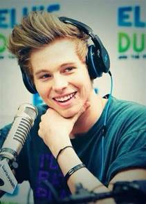 what is luke hemmings favorite color luke hemmings height weight statistics healthy