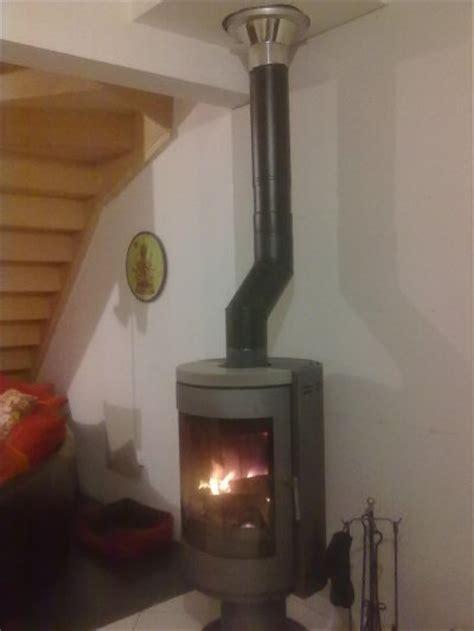reducteur de cheminee une enieme intervention pour l installation des tuyaux du