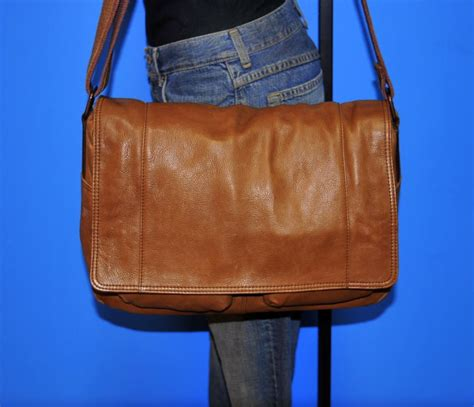 Fossil Unisex Brown fossil large unisex brown leather messenger cross