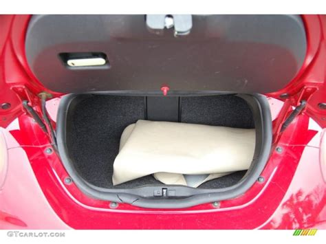 volkswagen beetle convertible trunk 2006 volkswagen new beetle 2 5 convertible trunk photo