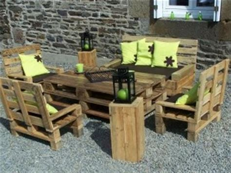Pallet Patio Chair Amazing Uses For Pallets 28 Pics