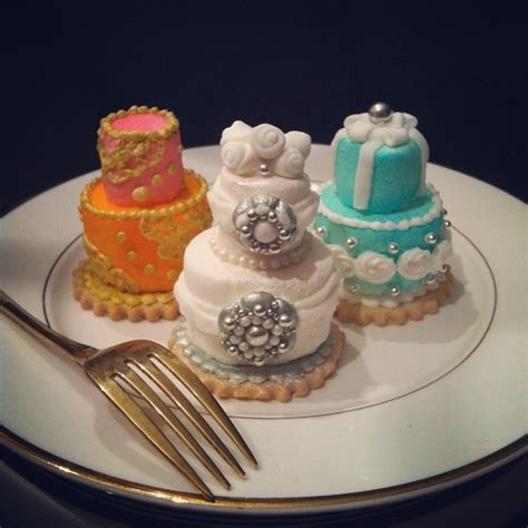 miniature cakes and wedding cake 60 miniature cakes plus a mini wedding cake tiers made with marshmallows