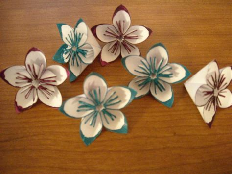 Simple Origami Flowers - how to make easy origami flowers all crafters great and