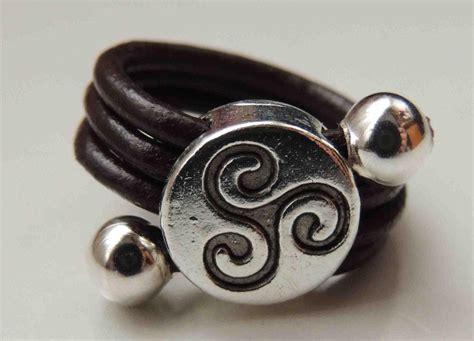 como hacer anillos de cuero tutorial diy como hacer un anillo de cuero ring leather