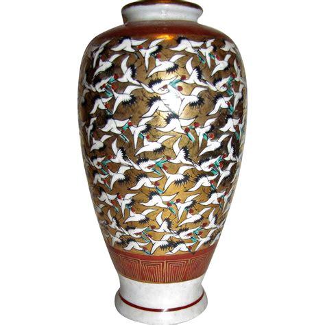 Thousand Cranes Vase by Japanese Kutani Vase Thousand Crane Design Painted 9 Quot From Faywrayantiques On Ruby