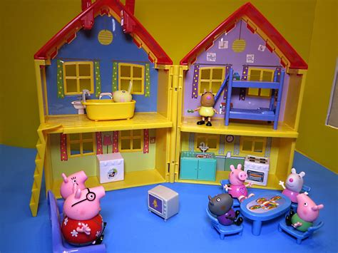 peppa pig play house peppa pig house deluxe peppa pig playhouse bandai la grande casa de cerdita