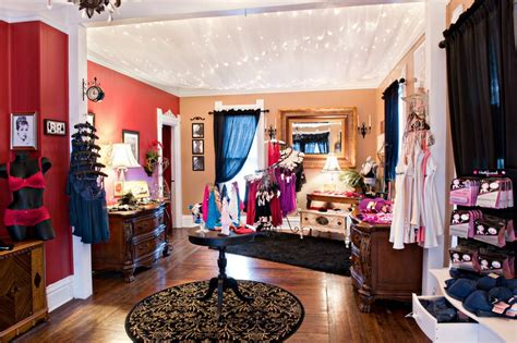 Gift And Home Decor Trade Shows by The Fitting Room Opens In Grayslake Illinois The