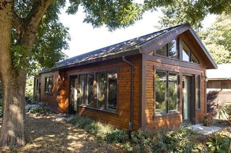 backyard granny pods viveraticom 12 surprising granny pod ideas for the backyard granny pod