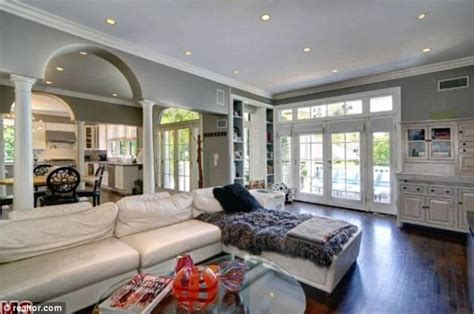 Luxury Sofa Sale The Not So Ugly Truth Katherine Heigl Puts Heavenly Los
