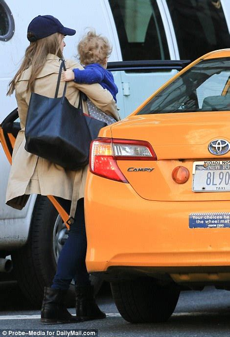 nyc car seat laws chelsea clinton spotted not using car seat photos