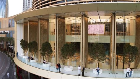 apple dubai brandchannel apple enhances the experience at its nearly