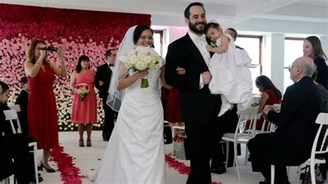 how much to give for wedding cash how much cash to give at weddings what is the etiquette