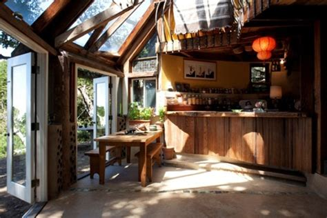 Handmade Houses - handmade houses a century of earth friendly home design