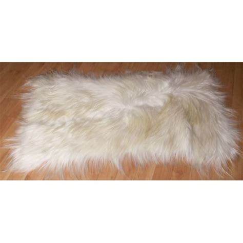 descente de lit en peau de chevre blanche poils longs