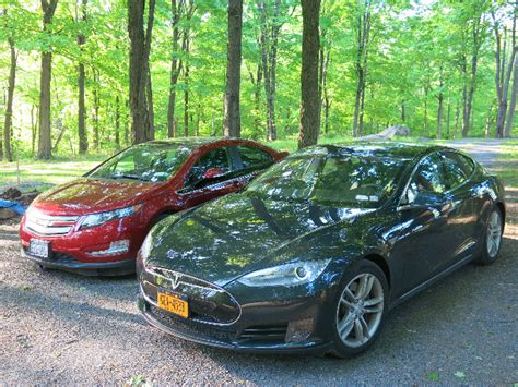 Tesla Model S Vs Chevy Volt Chevrolet Volt 2016 Vs Tesla Model S Which One Is The