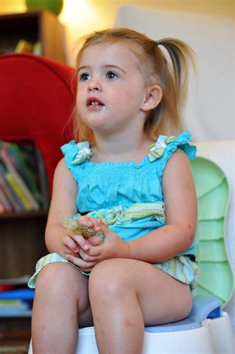 potty training girls open legs little girl potty images usseek com
