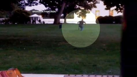 white house fence jumper white house fence jumper arrested video abc news
