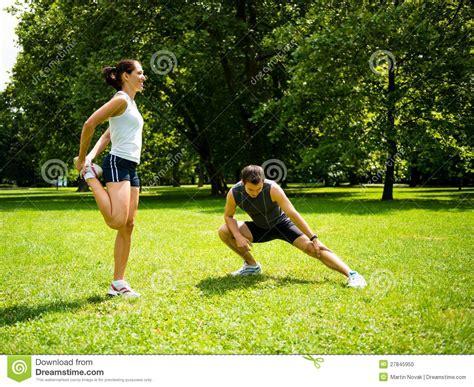 imagenes sanidad libres warm up couple exercising before jogging stock photo