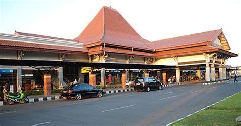 Boneka Wisuda Kota Surakarta Jawa Tengah bandar udara bandara adisumarmo surakarta samiran
