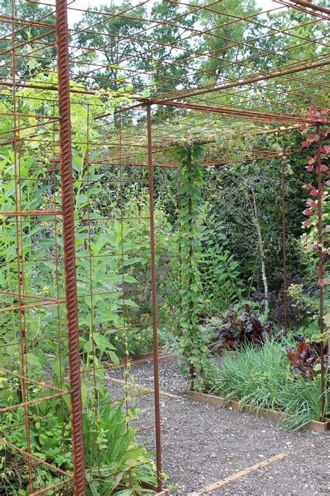 Treillis Bois Pour Plantes Grimpantes by S Am 233 Nager Un Espace Pour Plantes Grimpantes Avec Du Fer 224
