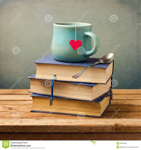 imagenes vintage libros los libros y la taza viejos del vintage con el coraz 243 n