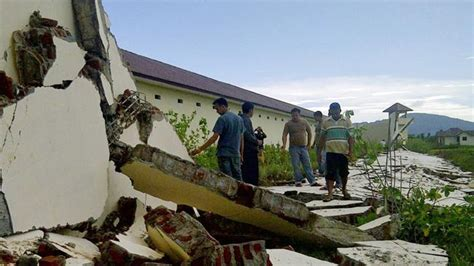 earthquake just now in indonesia tsunami warning after earthquake hits off indonesia
