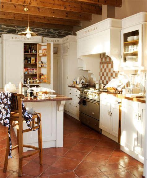 agencement cuisine fabricant cuisine style cottage agencement sur mesure bois