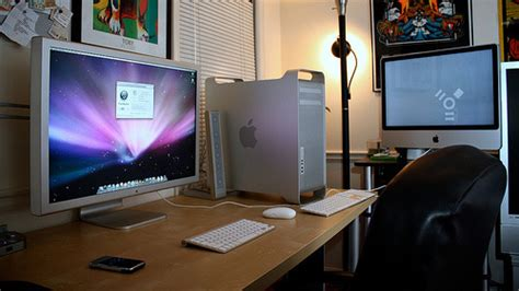 macbook pro desk setup 50 greatest computer workstation pc mac setups hongkiat