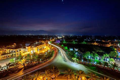 Pemandangan kota kediri dari atas monumen   LiburMulu.Com