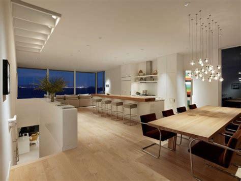 soggiorni enam kam z jedilno mizo v velikem ali majhnem prostoru