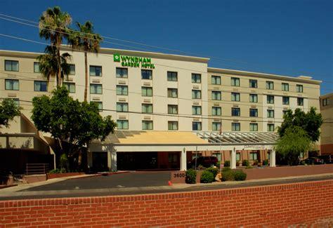 hotels near airport wyndham garden