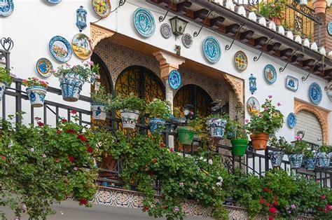 attrezzare un terrazzo normativa sulle fioriere e i vasi nei balconi