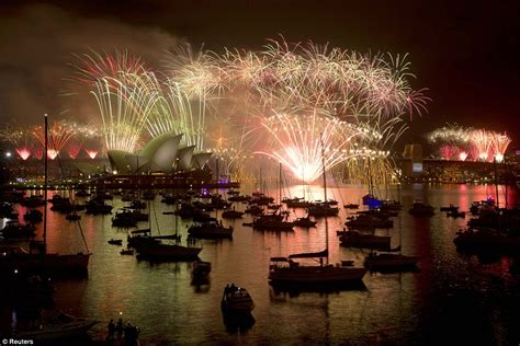 new year date australia sydney kicks new year celebrations with seven tonnes