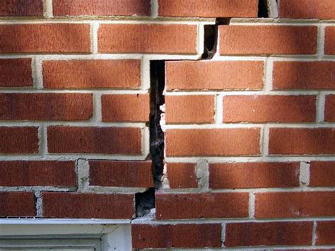 Riss In Wand Reparieren by Coloraceituna Cracked Brick Wall Repair Images