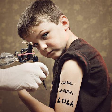 un salon de tatouage pour enfants en angleterre