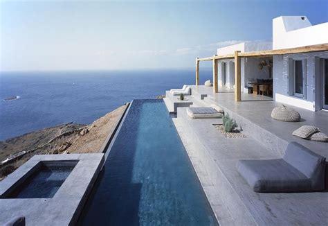 piscina in terrazza una villa sul mare con terrazza e piscina in grecia