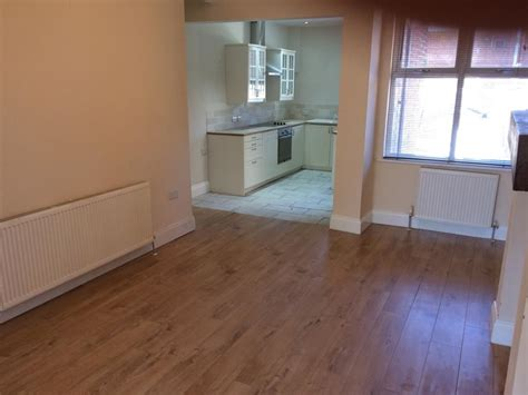 3 bedroom flats to rent in manchester 3 bed house terraced to rent pendlebury road
