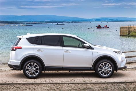 pictures of a toyota rav4 toyota rav4 2016 pictures toyota rav4 2016 images 15 of 27