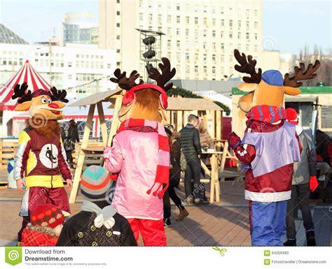 christmas entertainment for children on the street