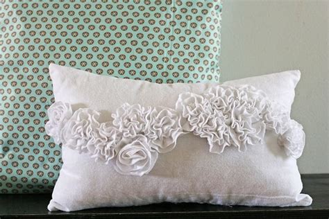 Ruffle Pillow Tutorial by Sew A Snow Ruffle Pillow Sew What S New