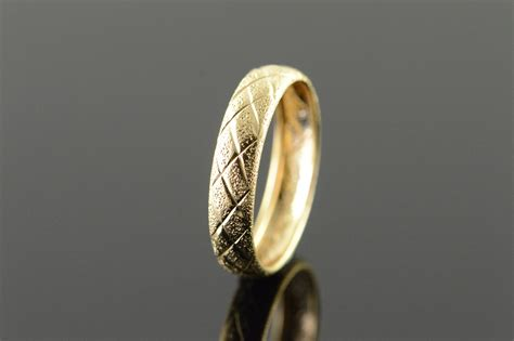 pattern for gold rings 10k criss cross pattern 4mm yellow gold ring size 6
