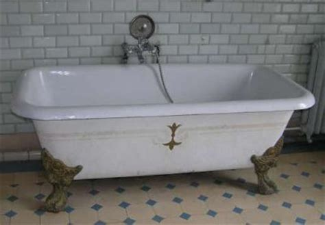 vieille baignoire baignoire ancienne en fonte peindre une baignoire le